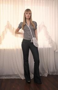 1) джинсы 149000 руб., рубашка 79000 руб. Stradivarius