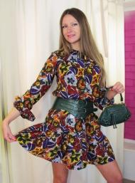 Платье Stefanel 139.000 руб., клатч 49.000 руб. (SALE), ремень 49.000 руб. (SALE)