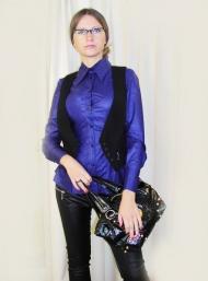 Рубашка Stefanel 109.000 руб, жилет59.000 руб., брюки  Vero Moda 119.000 руб., сумка Axara 91.000 (SALE)