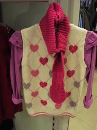 Жилет дев. 79.000, блуза 46.000, шарф 29.000