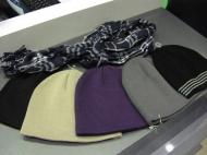 Мужские шапки 36.000 и 39.000, шарф 59.000