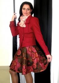 Пальто Stradivarius 109.000, юбка ICHI 65.000, платок BERSHKA  39.000