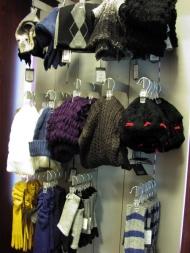 7) шарфы и шапки от 39 900 до 49 000 руб.