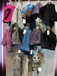 8) шарфы и шапки от 39 900 руб.