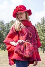 03) Красное пончо  - цена 1 600 000, Шляпа  - цена 520 000, Сумка – цена 450 000