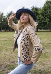 11)  Куртка натуральная кожа со вставками из войлока для примера. Шляпа  – цена 520 000