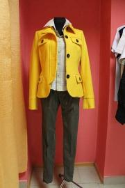 03) пальто 550,000; брюки-390,000, рубашка-250,000