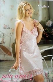 03) Короткая сорочка из жаккардового искусственного шелка.Цвет- молочный и розовый.Цена-527 000