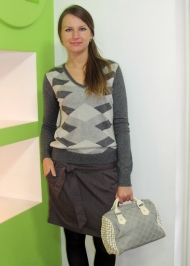 5) Джемпер (Италия, шерсть мерино) 139.000 руб., юбка Joos (Франция) - 119.000 руб.