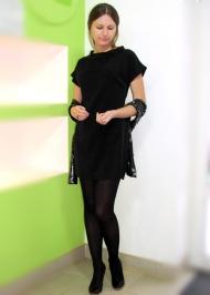 17) Платье Joos 139.000 руб., шарф Gas 89.000 руб.