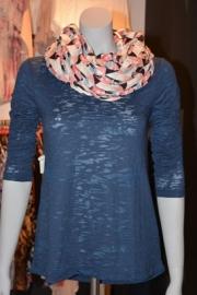 7. Джемпер жен.  267 000 (445 000);    шарф  жен. 192 000 (320 000)    Комплект 459 000 (765 000)