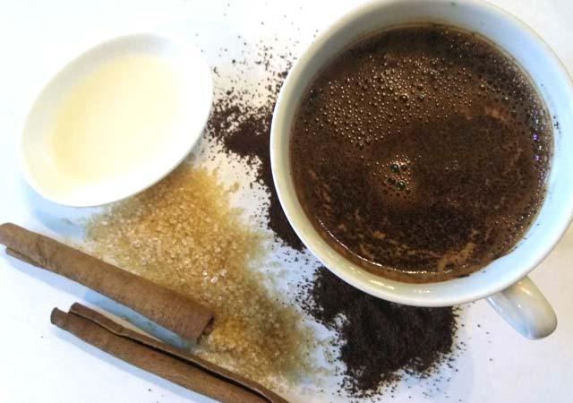 скраб из кофе, как получить ровный загар